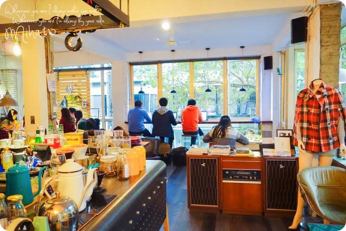 台北 ▌公館巷弄內的公寓咖啡廳「AGCT apartment」都市內的大落地窗森林