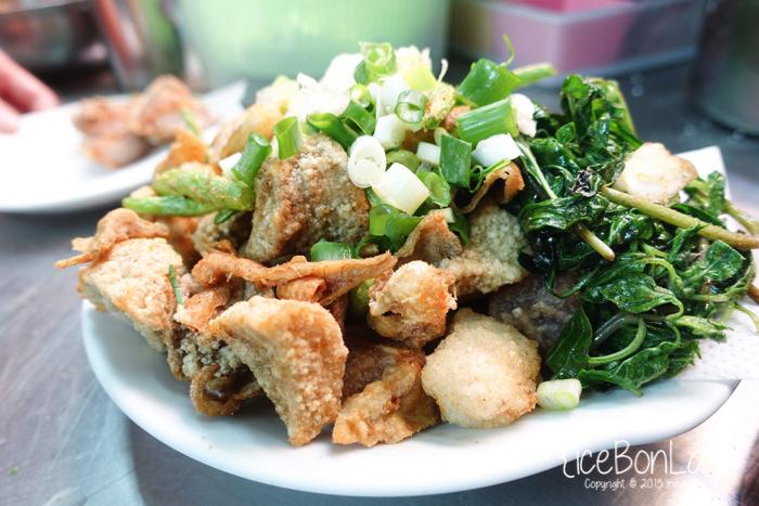 高雄 ▌堪稱全台最好吃鹹酥雞 黃金雙打 : 新鮮蔥蒜加特製胡椒粉